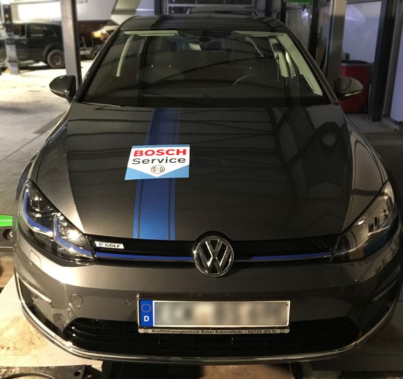 Fahrzeugbeschriftung-E-Golf-Rubel-Bosch-Front