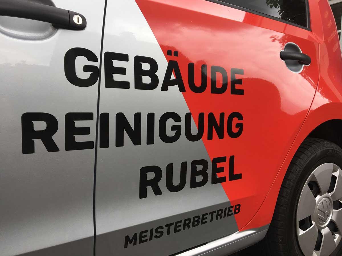 Gebaeudereinigung_Rubel_1-Fahrzeugbeschriftung